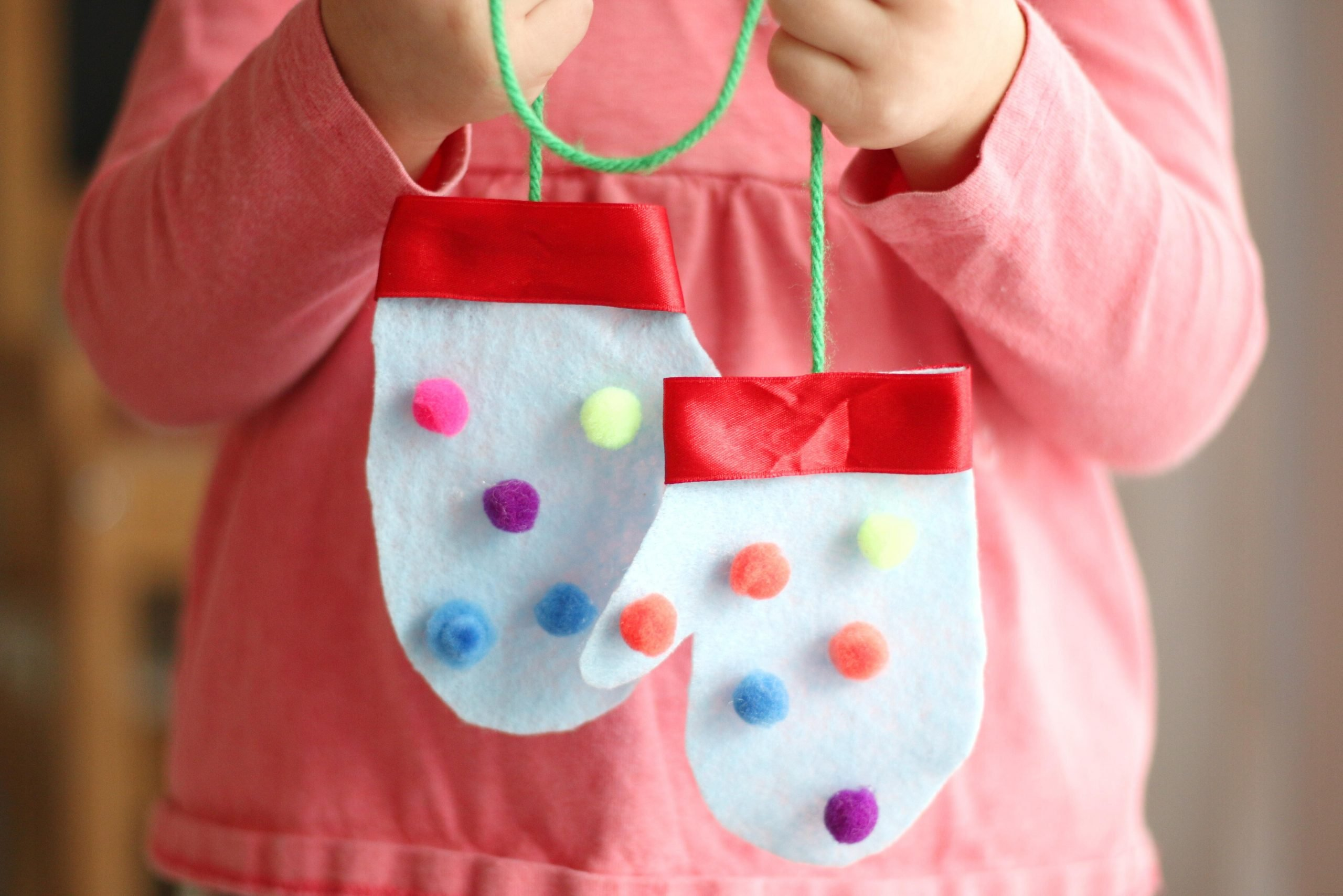 Felt Handprint Mittens (Quick Video Tutorial)
