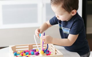 pom-pom color sorting- toddler at play (1)