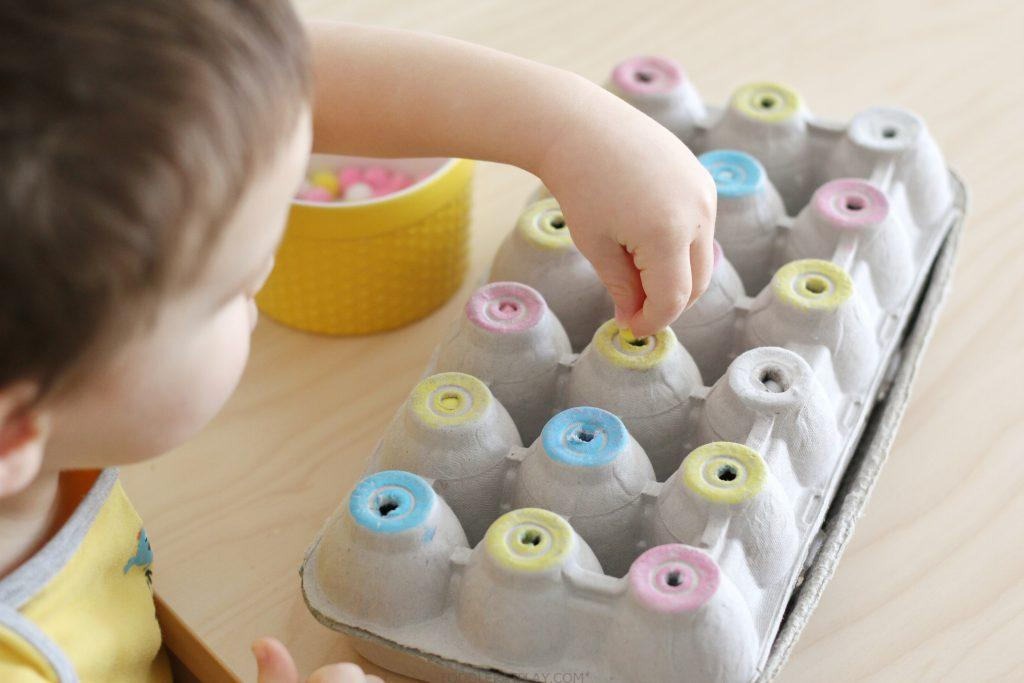 egg carton pom-pom color sort (2)