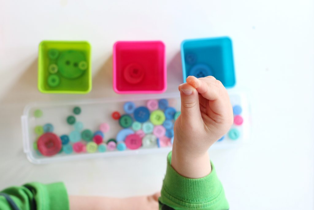 button color sort- toddler at play (3)