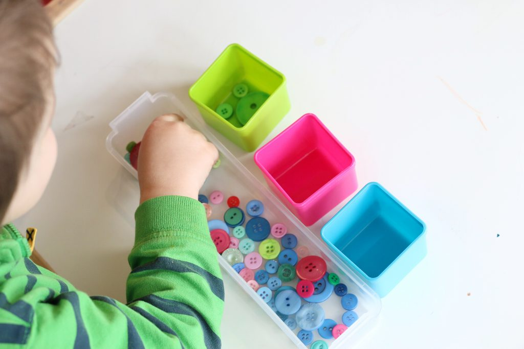 button color sort- toddler at play (5)