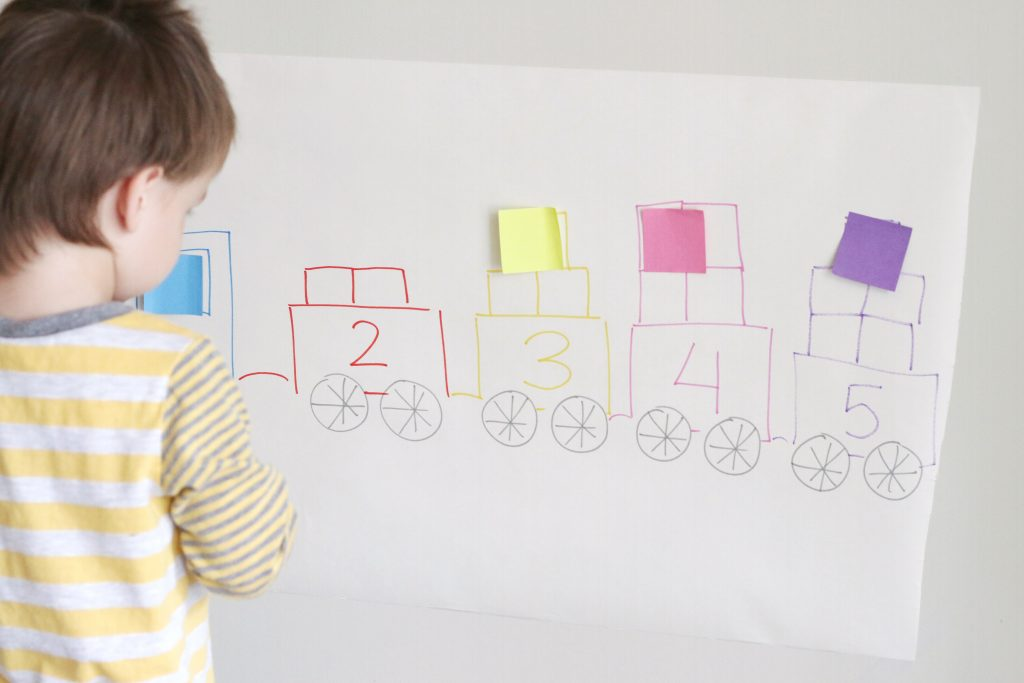 counting train using post-it notes- toddler at play (1)
