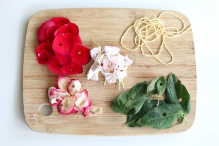 flower threading activity- toddler at play