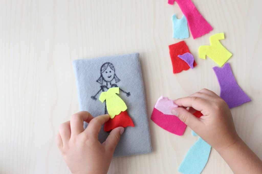 felt dress up activity - toddler at play (4)