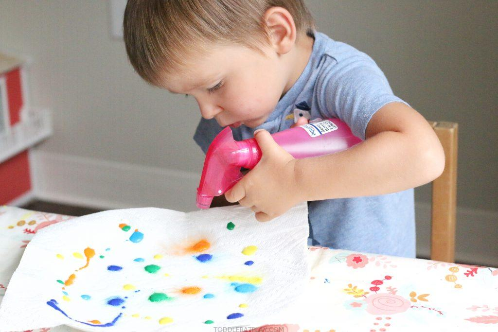 paper towel color mixing- toddler at play (3)