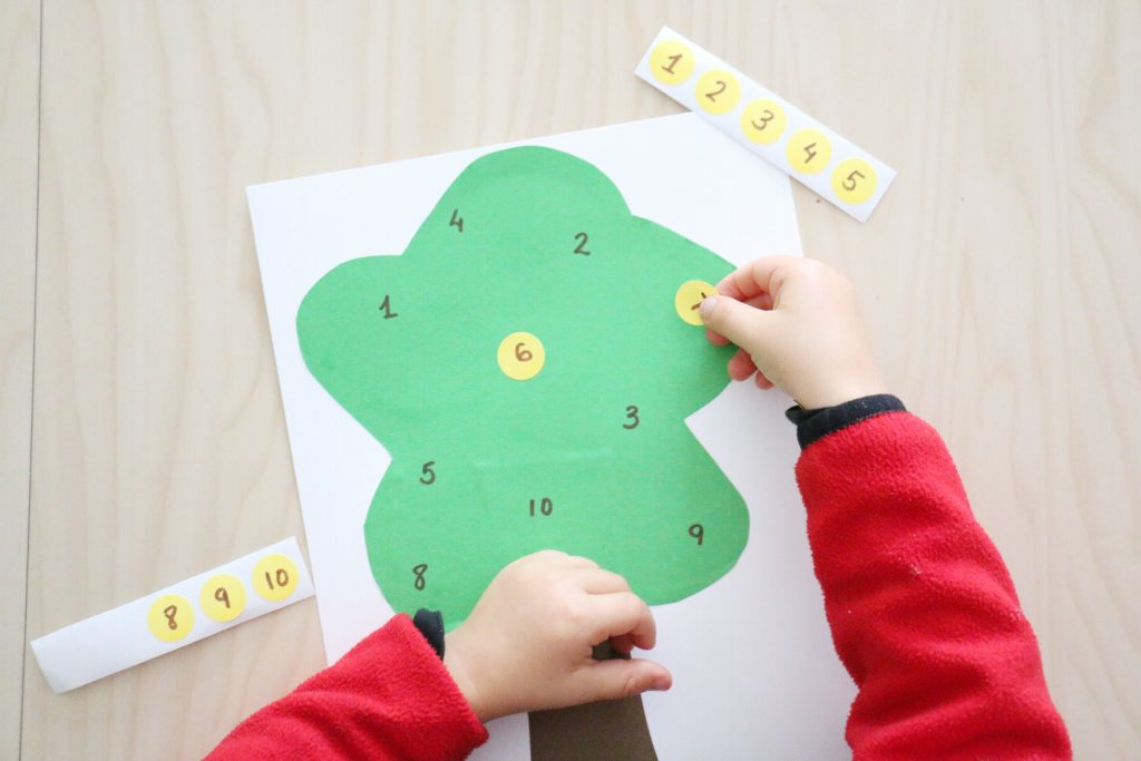 apple tree number match- toddler at play (11)