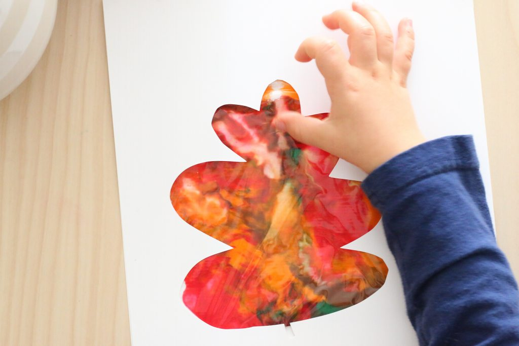 mess free sensory leaf painting- toddler at play (2)