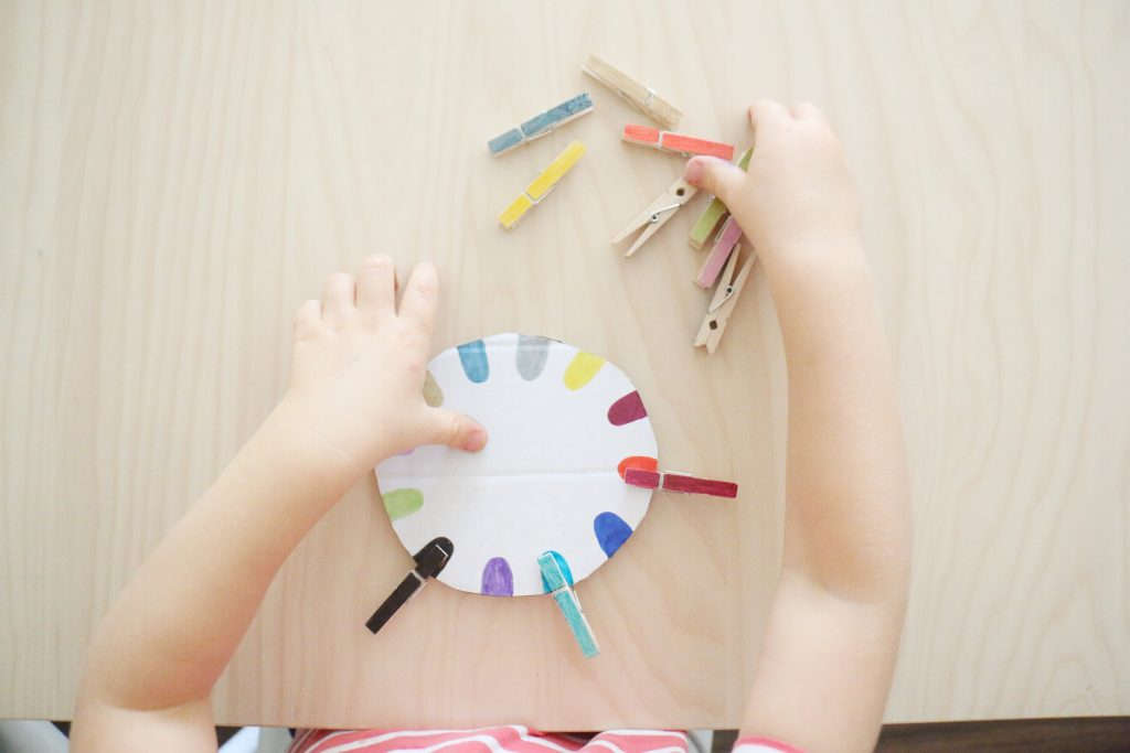 clothespin color sort- toddler at play (2)