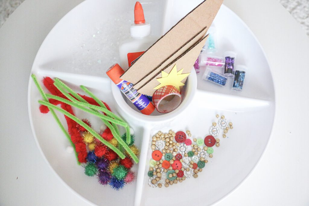 decorate a christmas tree tray- toddler at play (2)