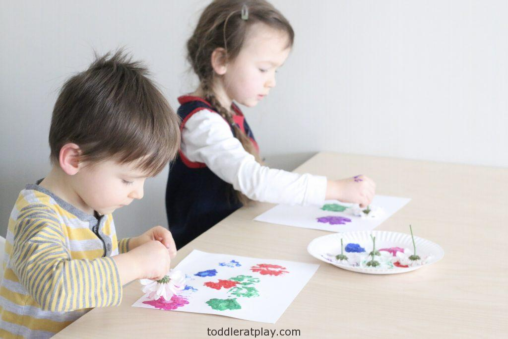 flower stamp art- toddler at play (1)