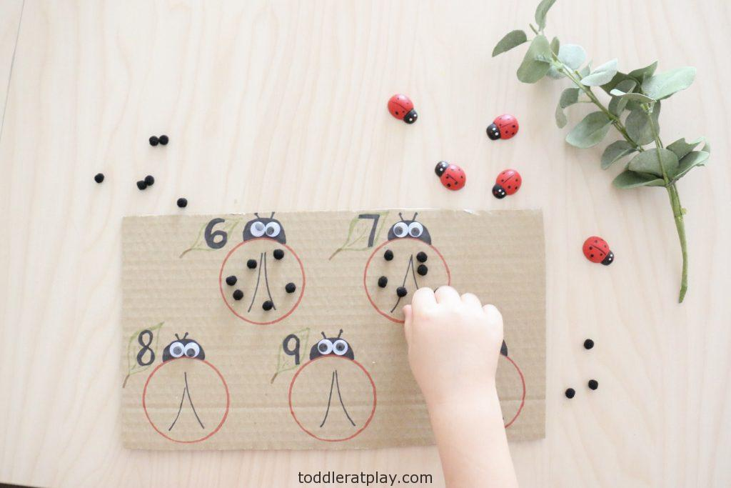 counting ladybug spots activity- toddler at play (4)