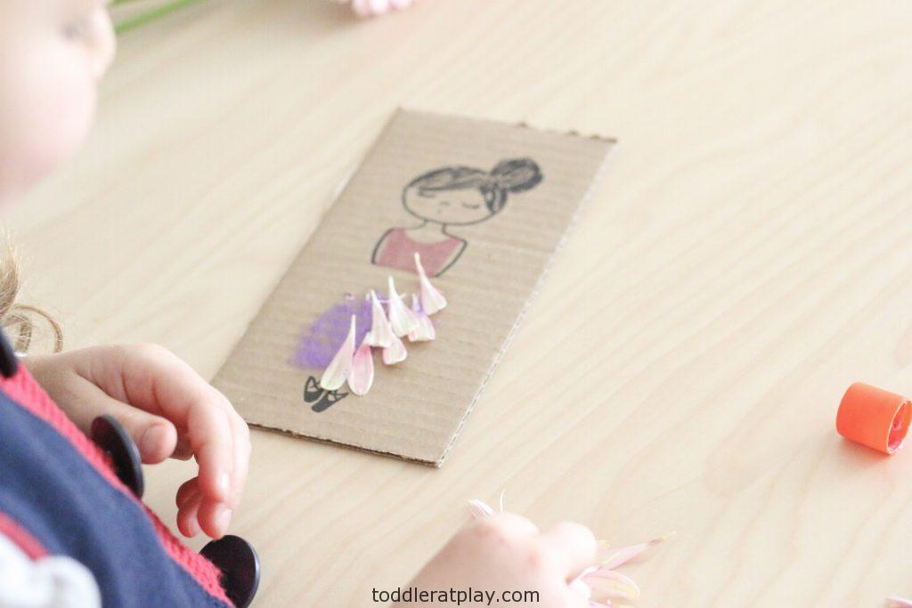 flower petal craft- toddler at play (1)