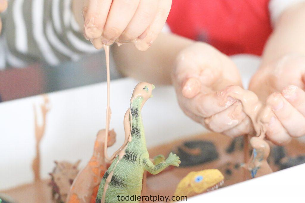 dinosaur oobleck sensory bin- toddler at play (6)
