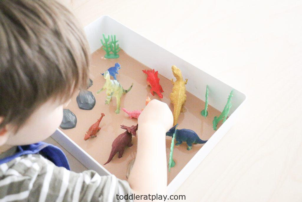 dinosaur oobleck sensory bin- toddler at play (4)