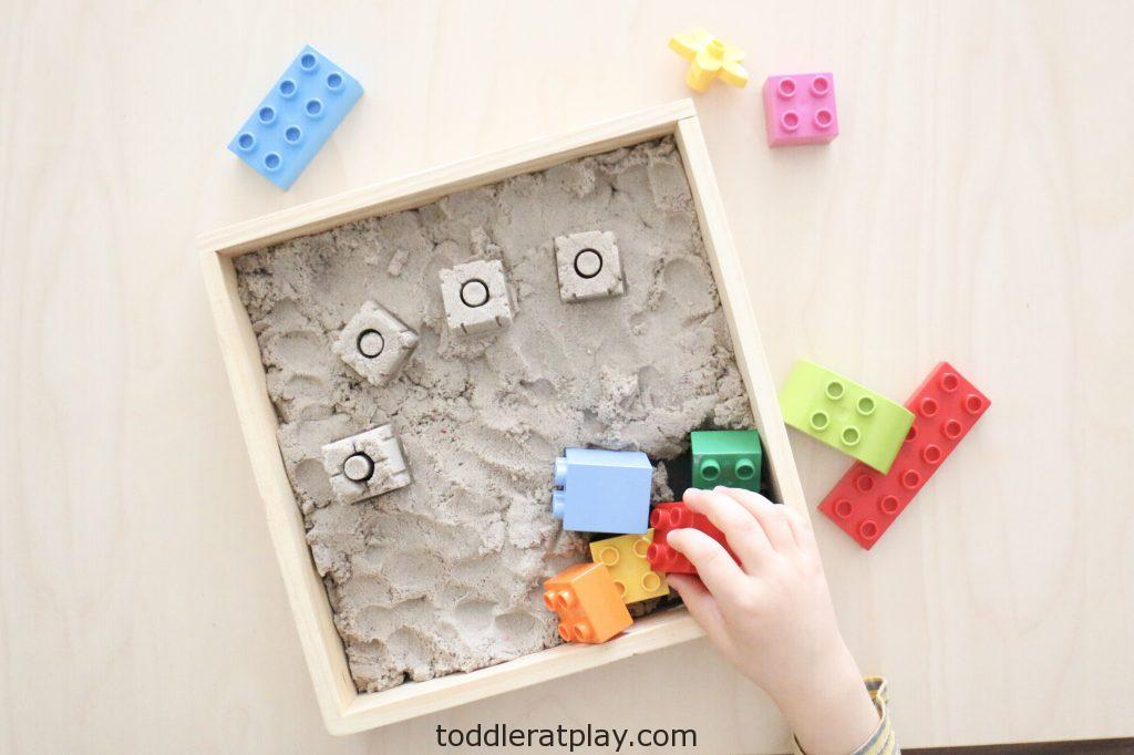 duplo kinetic sand sensory bin- toddler at play (7)