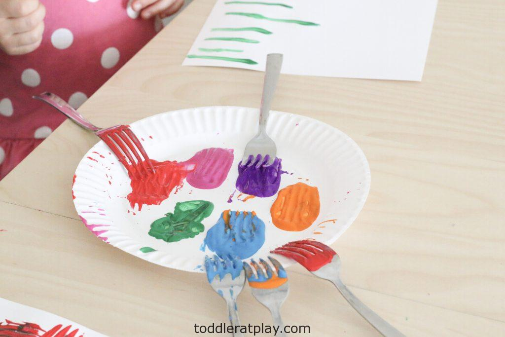fork stamped tulips craft- toddler at play (4)
