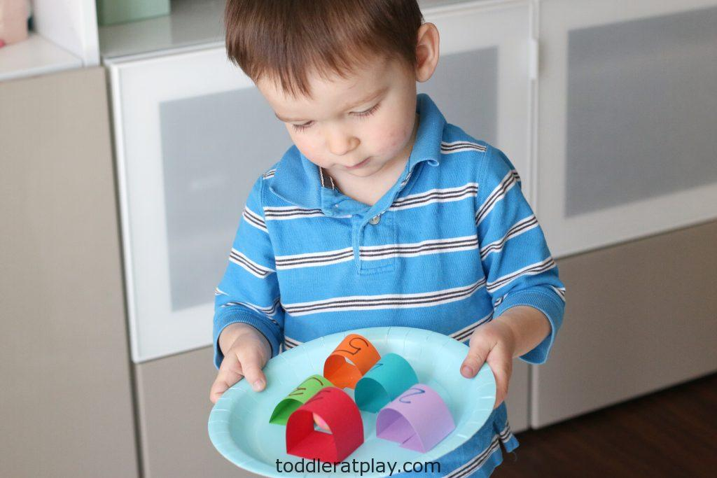 paper plate marble counting maze- toddler at play (5)