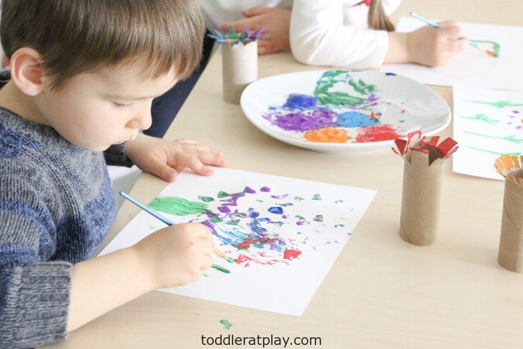 paper roll flower craft - toddler at play (1)