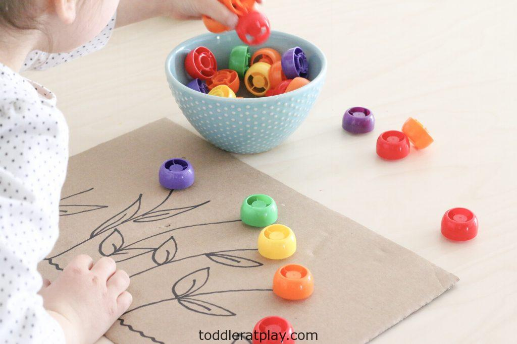 pouch lid flower activity- toddler at play (6)